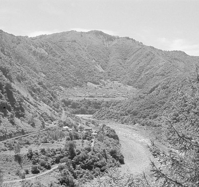 <p>昭和32年〜36年建設時<br /> 牧尾ダム着工前の王滝川</p>