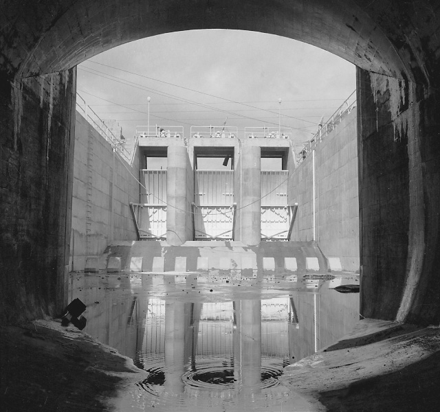 <p>昭和32年〜36年建設時<br /> 取水口トンネル</p>