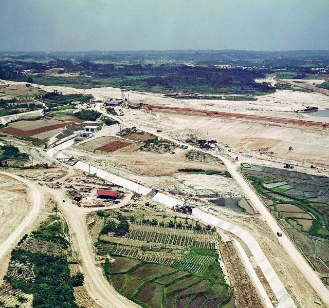 <p>昭和32年〜36年建設時<br /> 前川開水路~諸輪第1開水路</p>