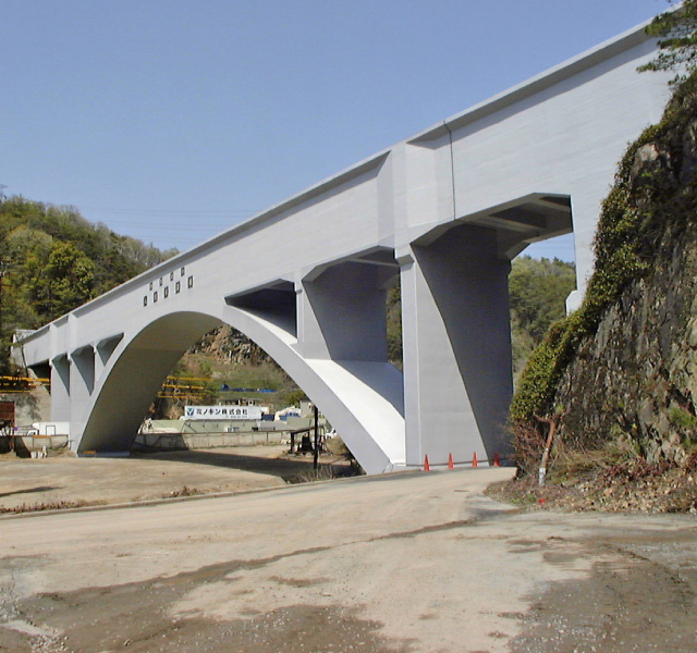<p>愛知用水二期事業<br /> 完成した入鹿水路橋</p>