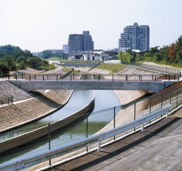 <p>愛知用水二期事業<br /> 完成した東郷第2開水路</p>