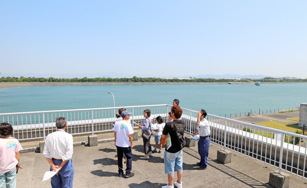 <p>2018年8月撮影<br /> 万場調整池の見学(豊川用水上下流交流事業)</p>