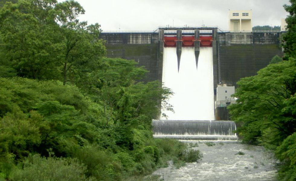 <p>2012年5月撮影<br /> 羽布ダム 洪水放流</p>