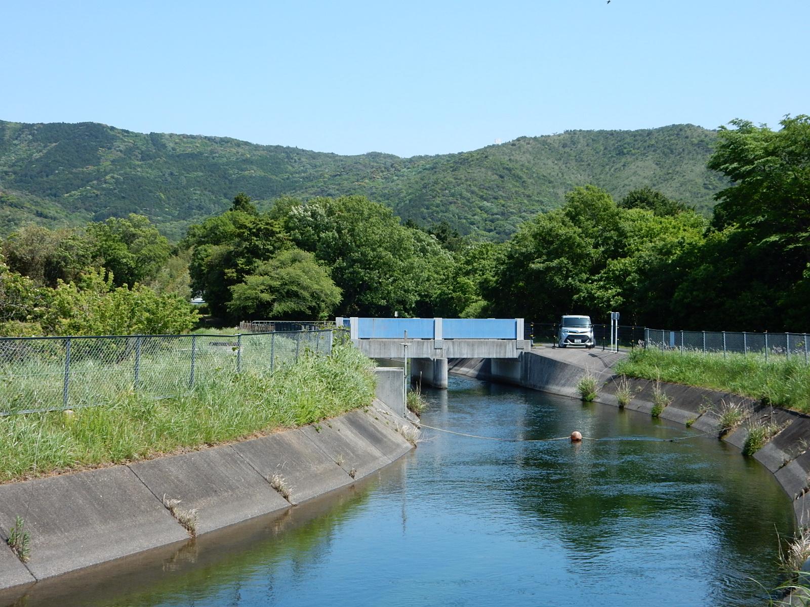 <p>2021年5月撮影<br /> 富岡第1開水路からの新緑の山々</p>
