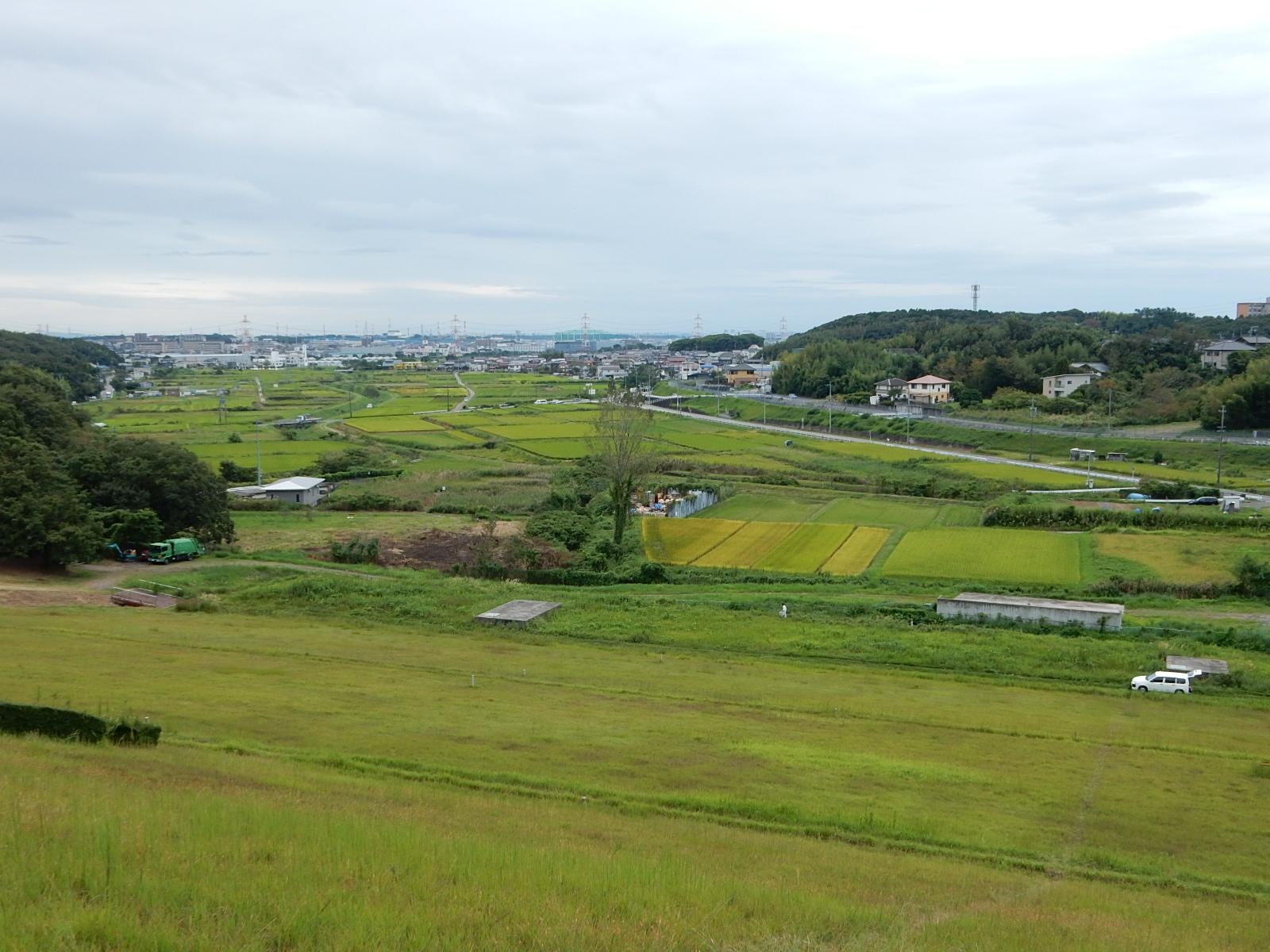 <p>2021年9月撮影<br /> 東郷調整池(愛知池)から見た田園風景</p>