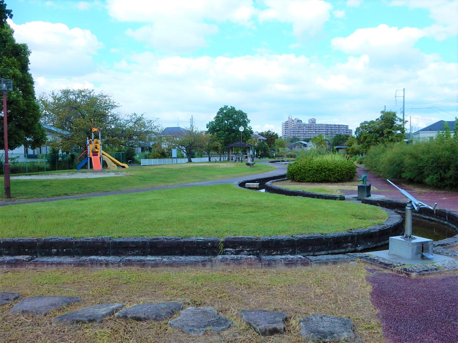 <p>2021年9月撮影<br /> 親水公園:涼松せせらぎの道(愛知郡東郷町春木)</p>